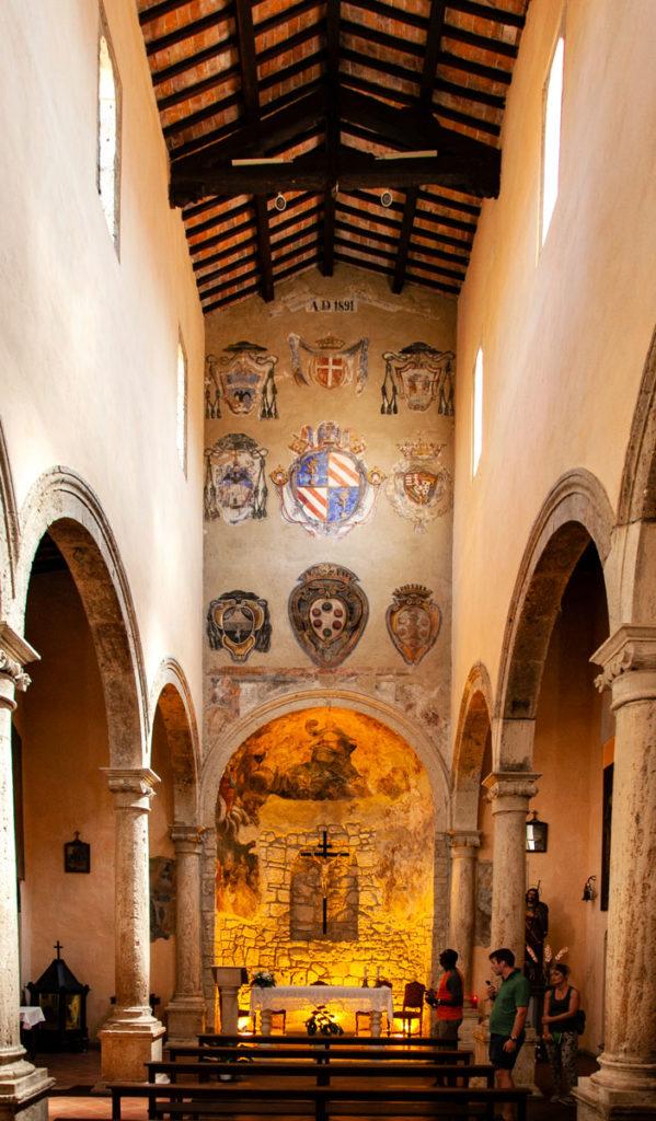 Interni della chiesa di San Rocco a Pitigliano