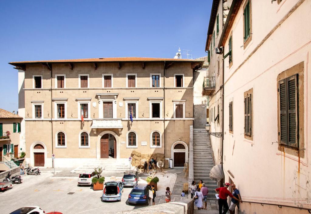 Municipio di Pitigliano - piazza Garibaldi