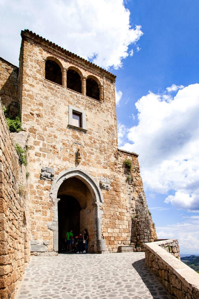 Porta Santa Maria - Accesso al borgo che muore