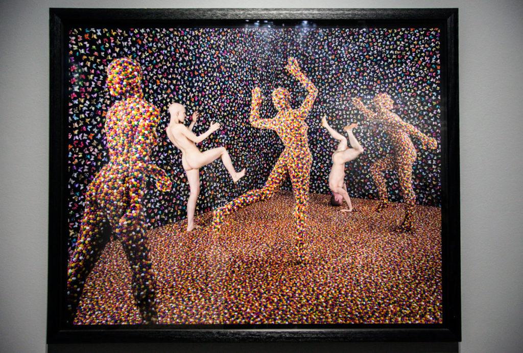 Shimmering Madness - 1998 Fotografia con persone ricoperte di caramelle