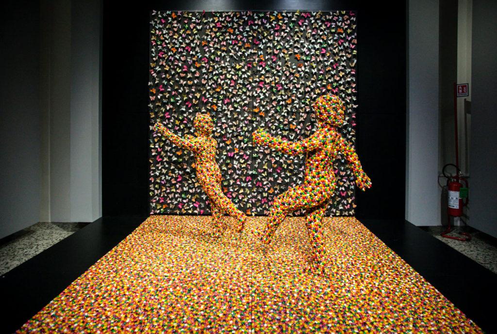 Shimmering Madness - 1998 installazione di Sandy Skoglund alla mostra Visioni Ibride