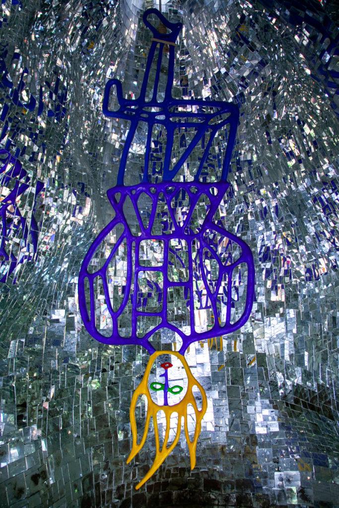 Statua dell'Impiccato o Appeso nel giardino dei Tarocchi di Capalbio