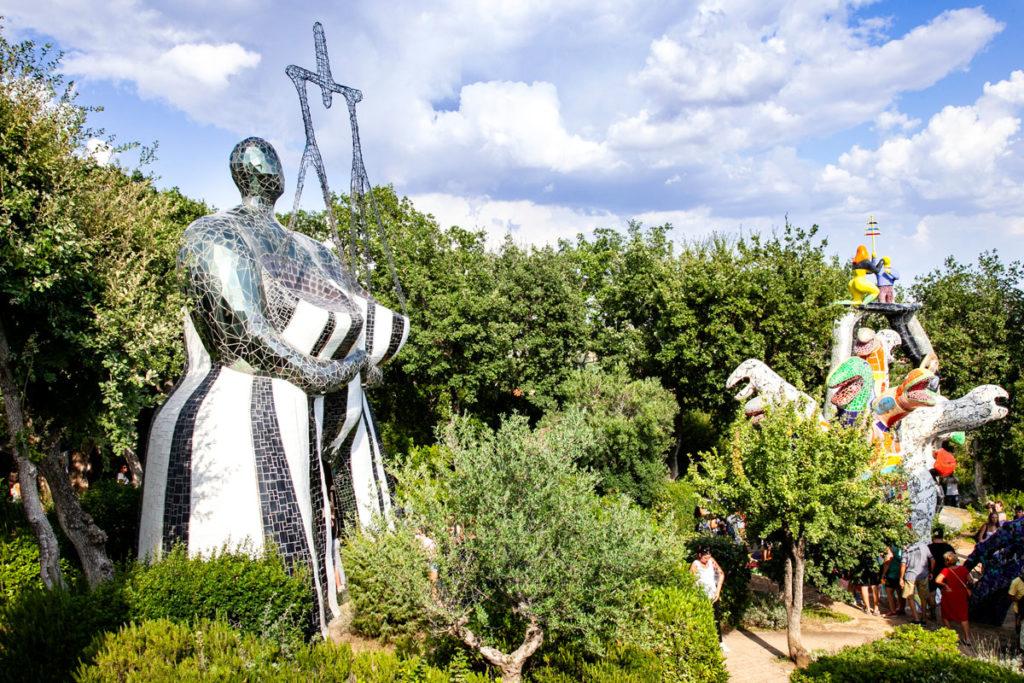 Statua della Giustizia e Albero della Vita - Tarocchi nel Giardino di Niki de Saint Phalle