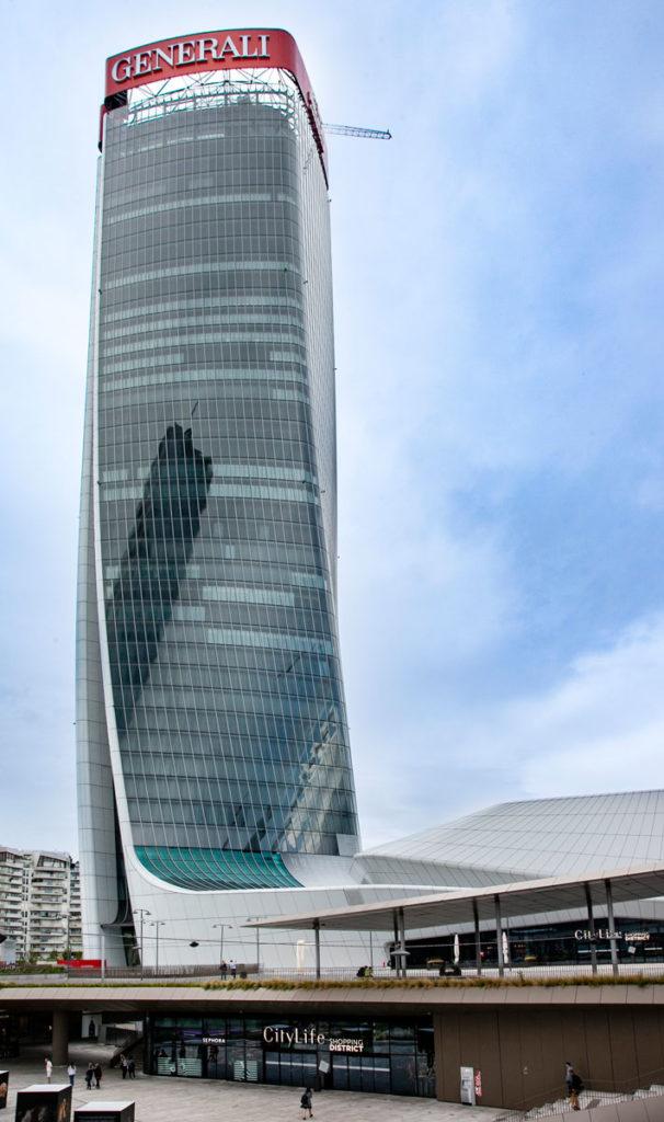 Torre Generali e ingresso al centro commerciale progettato da Hadid
