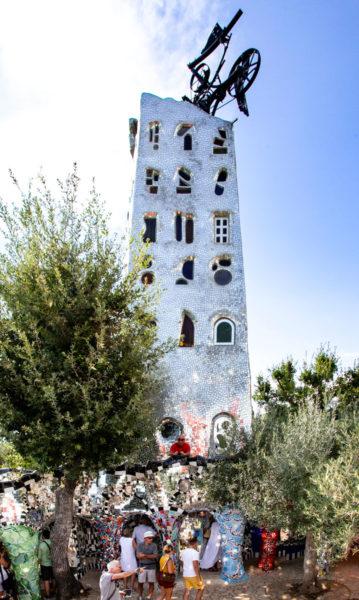 Torre di Babele del Giardino dei Tarocchi - Scoperchiata con meccanismo che fuoriesce