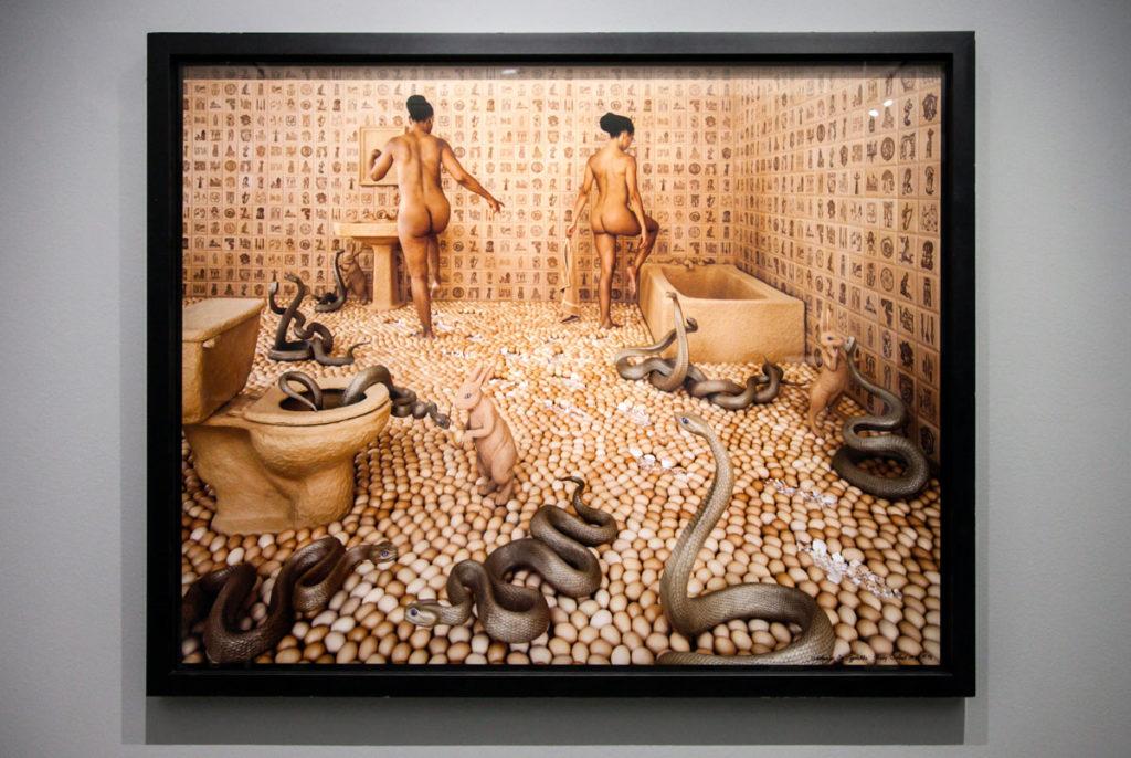 Walking on Eggshells - 1997 - Pavimento ricoperto di gusci d'uovo nelle foto di Sandy Skoglund