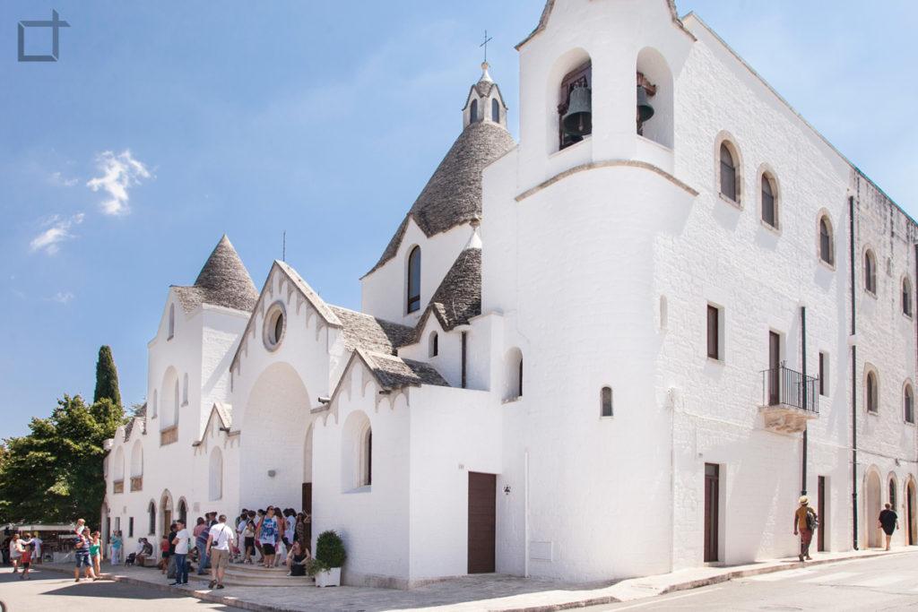 Chiesa di Alberobello con Trulli