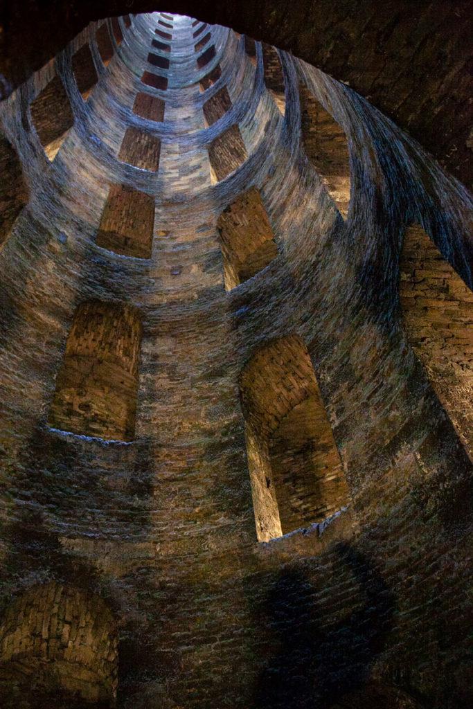 Discesa nelle viscere della terra dentro al Pozzo di San Patrizio di Orvieto