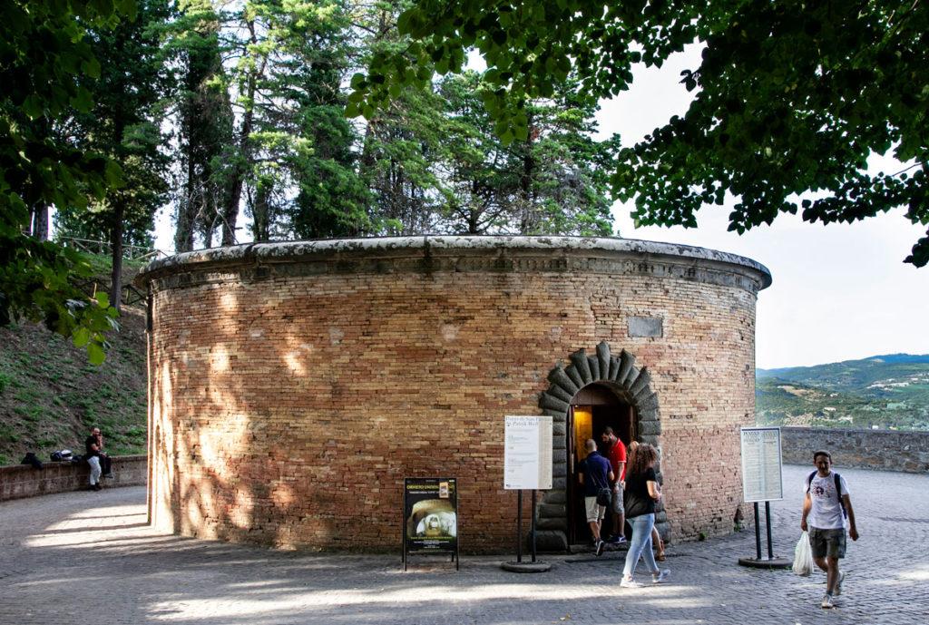Ingresso al Pozzo di San Patrizio di Orvieto