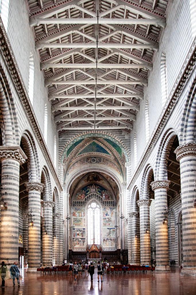 Interni Duomo di Orvieto - Navata Principale