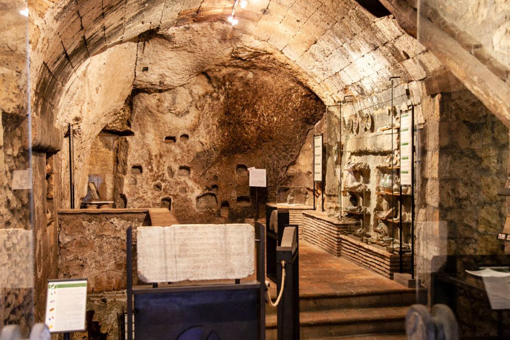 Interni del Pozzo della Cava di Orvieto