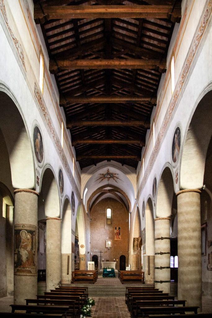 Interni della chiesa di San Giovenale