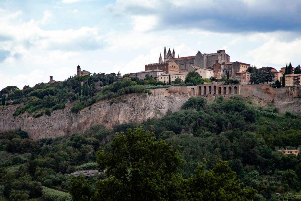 Orvieto e il suo Duomo - Panorama da Valle