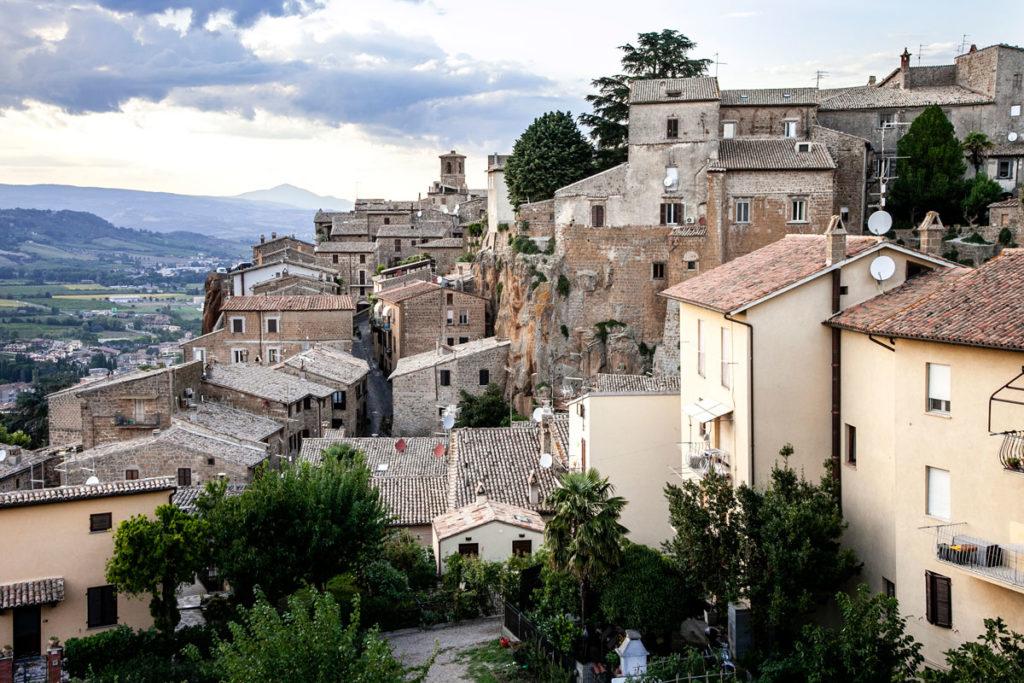 Sui tetti del quartiere medievale