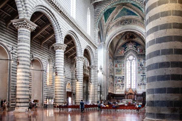 Tre Navate Interne del Duomo di Orvieto