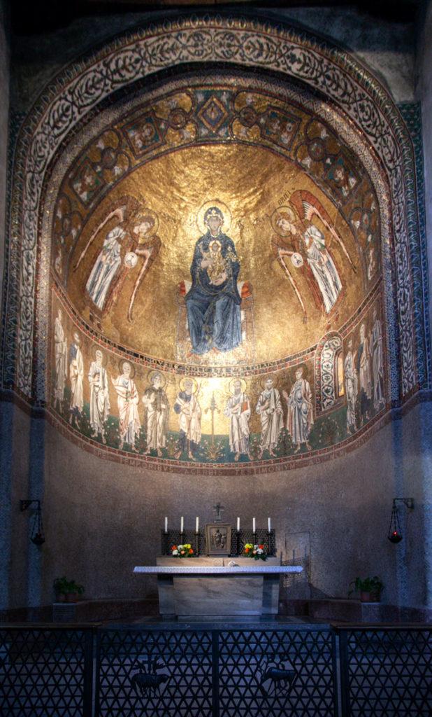 Altarino con Mosaico - Cappella nel duomo di Trieste