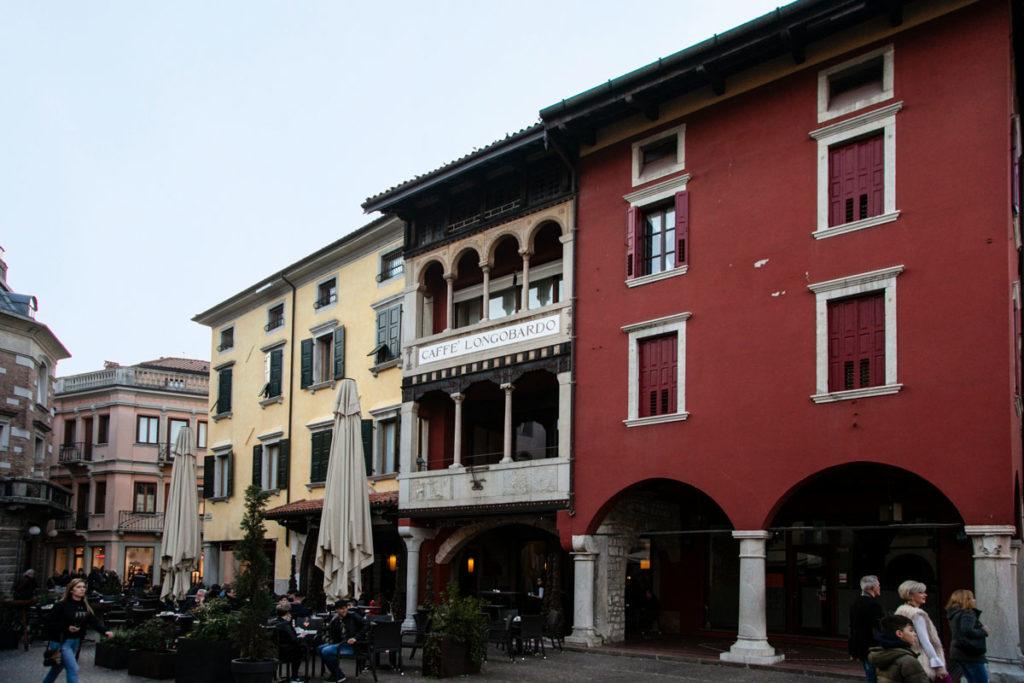 Caffè Longobardo in piazza Paolo Diacono