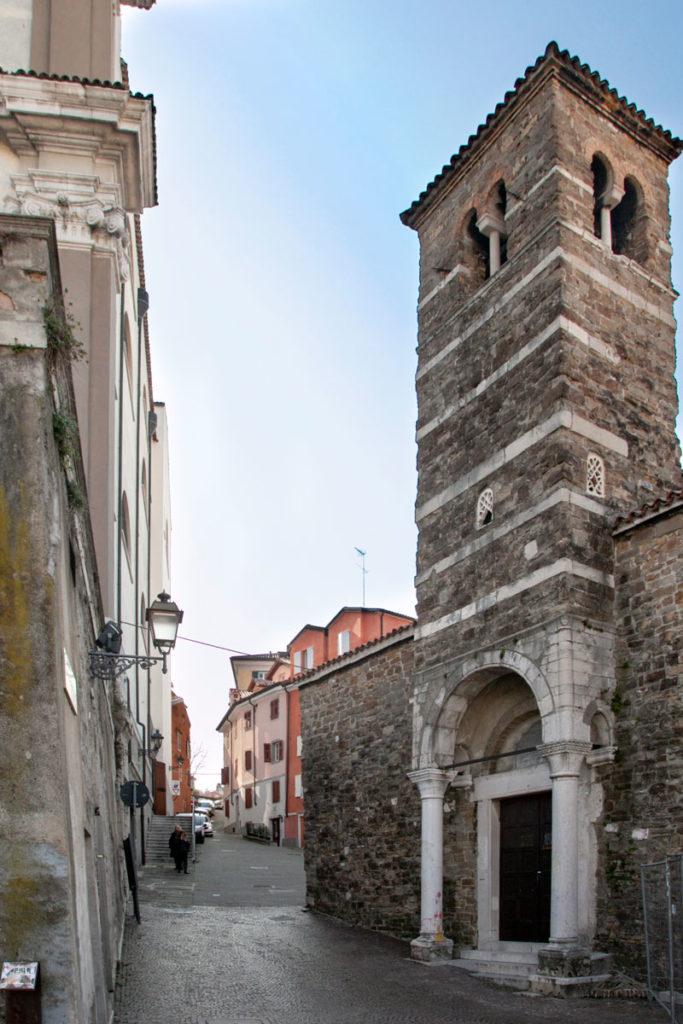 Campanile sul portico della basilica di San Silvestro