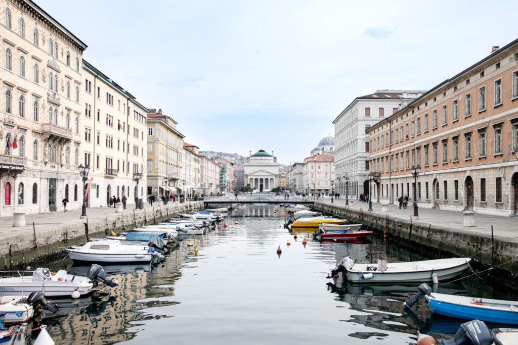 Canal Grande e Chiesa di Santo Antonio Taumaturgo a Trieste