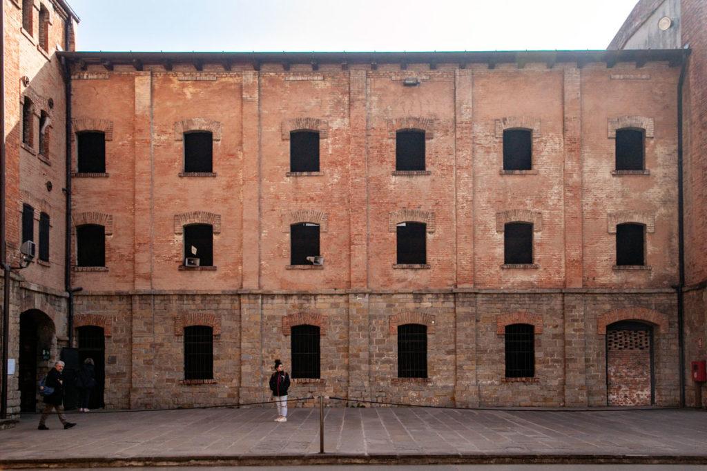 Cellette e edificio con laboratori di cucitura e di lavoro nella Risiera di San Sabba