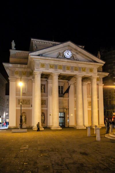 Facciata Palazzo della Borsa di Trieste di Sera