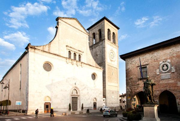 Facciata del duomo di Cividale del Friuli e palazzo comunale