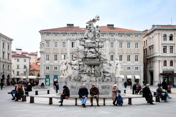 Fontana dei Quattro Continenti in piazza unità d'Italia a trieste