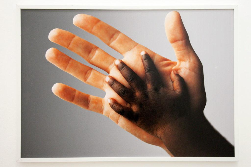 Fotografia di Oliviero Toscani contro il razzismo