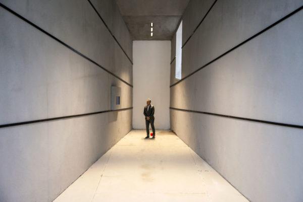 Human Proportions di Massimo Iosa Ghini - Gioco Prospettico nel cortile della Statale