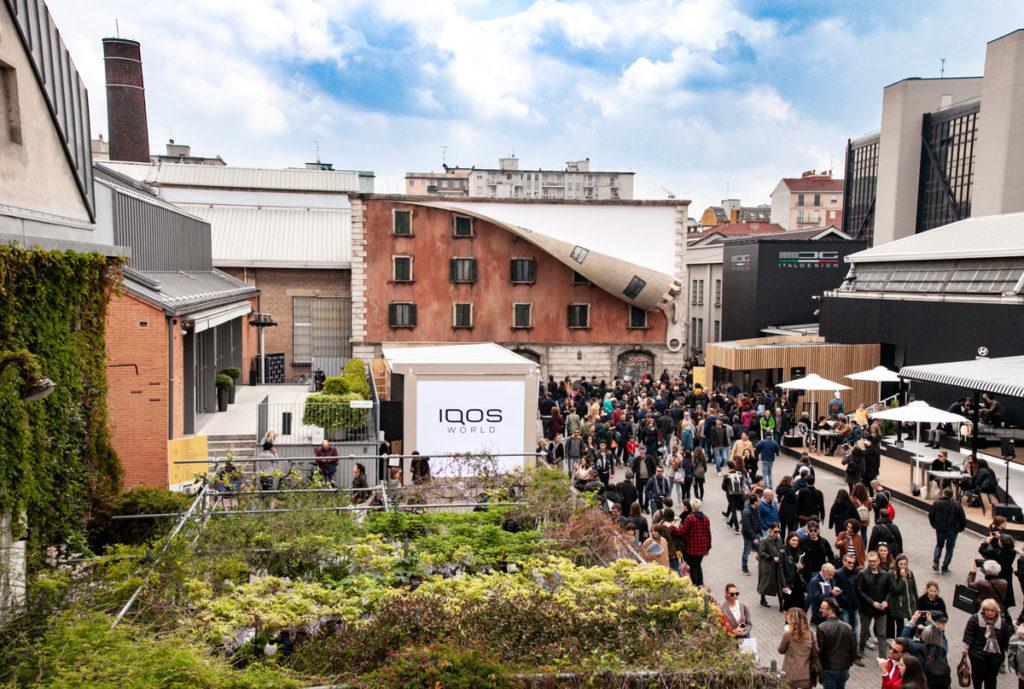 IQOS World Revealed - Installazione casa con cerniera Fuorisalone