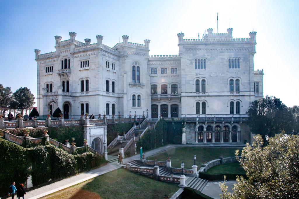 Il castello di Miramare in riva al Mare - Trieste