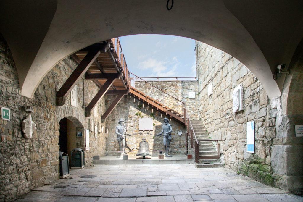 Ingresso al Castello di San Giusto - Automa del Palazzo del Municipio