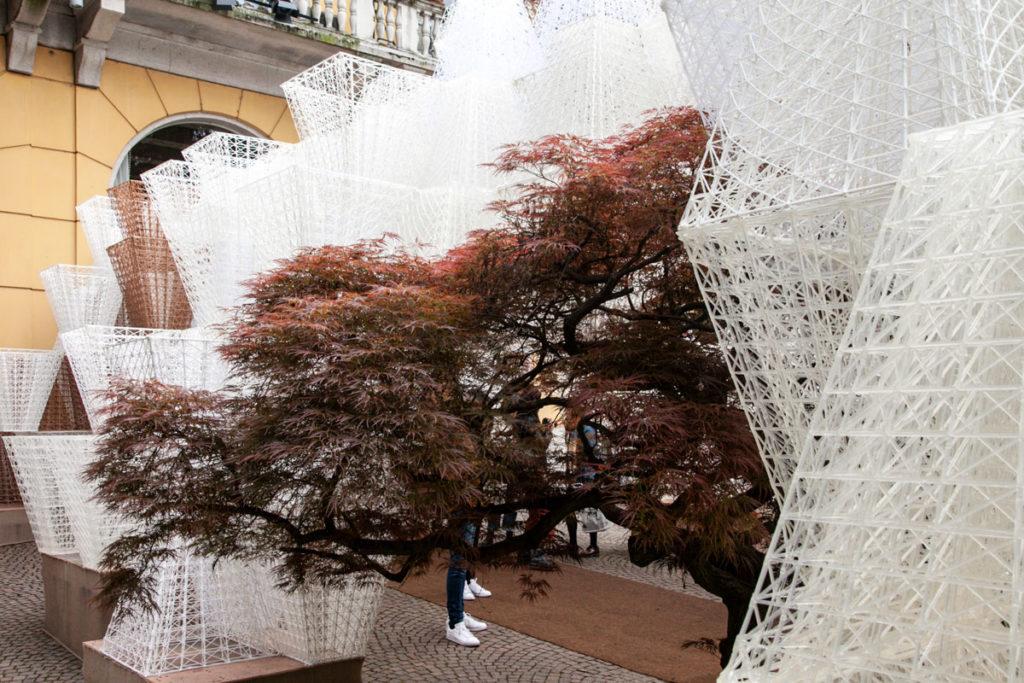 Le struttura in legno di conifera e bioplastica di Conifera di Arthur Mamou-Mani