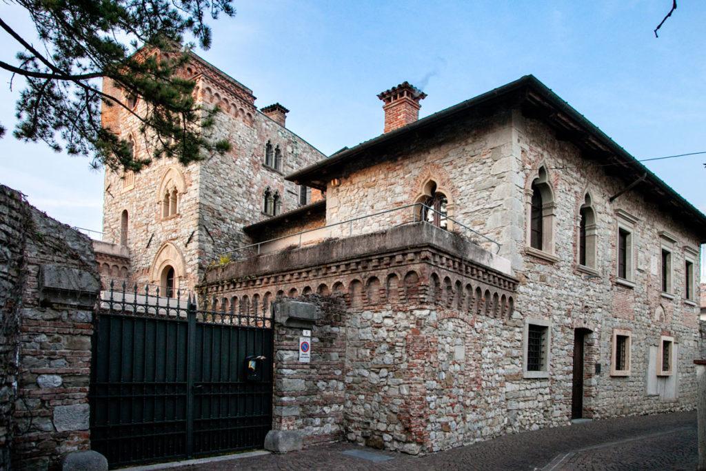 Mura del palazzo Creigher Canussio