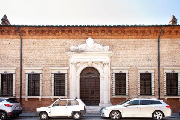 Palazzina Marfisa d'Este a Ferrara - Portale in marmo