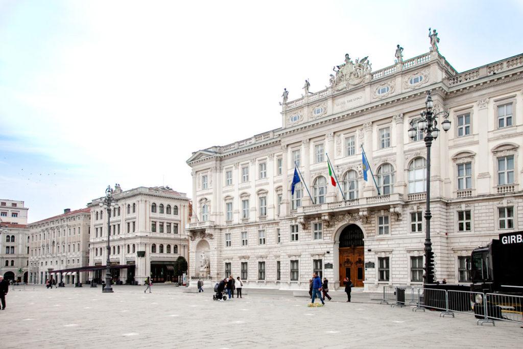 Palazzo Lloyd Triestino in Piazza Unità d'Italia - uffici della regione autonoma friuli venezia Giulia