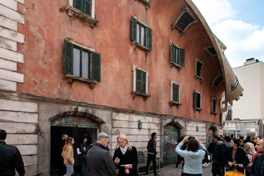 Palazzo milanese si apre con cerniera - Fuorisalone 2019