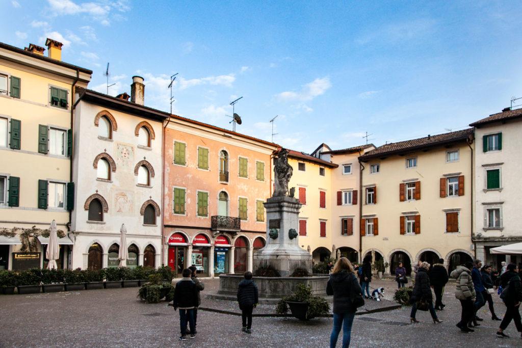 Piazza Paolo Diacono di Cividale del Friuli e fontana
