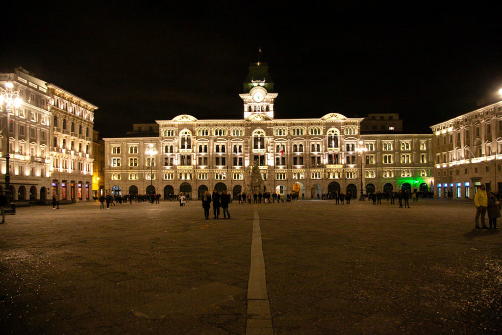 Piazza Unità d'Italia di Trieste di Sera