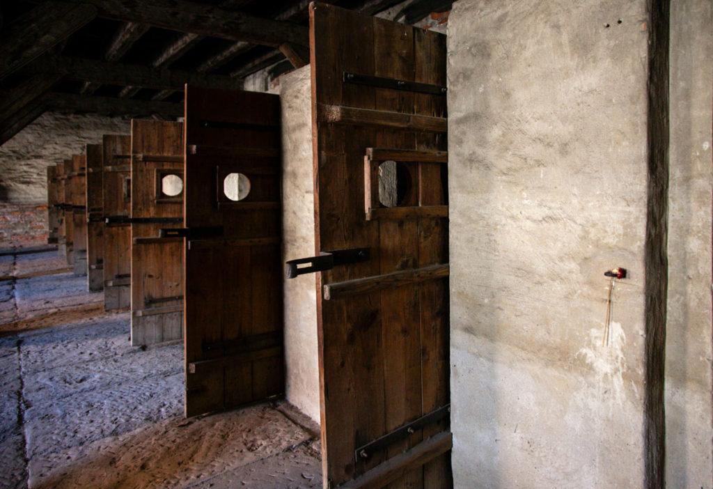 Porte della sala delle cellette della Risiera di San Sabba