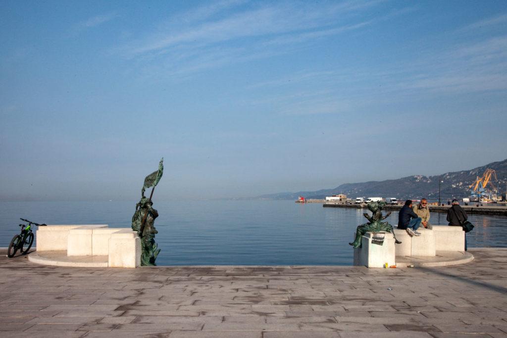 Statue del Bersagliere e le Ragazze di Trieste - Piazza Unità d'Italia
