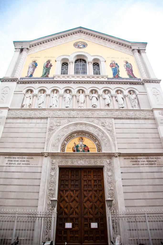 Statue e Sfarzo nella facciata della Chiesa Serbo Ortodossa di San Spiridione - Trieste