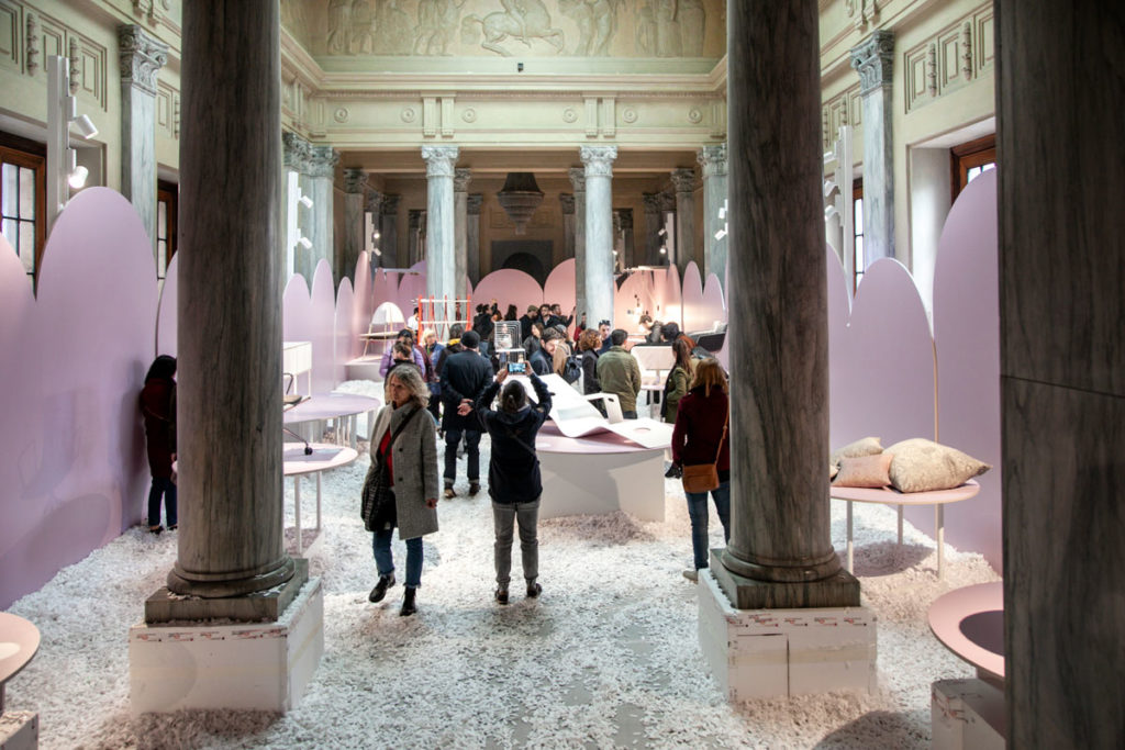 Vasca con polistirolo nella Sala Reale della Stazione Centrale di Milano - Austrian Design - Fuorisalone 2019