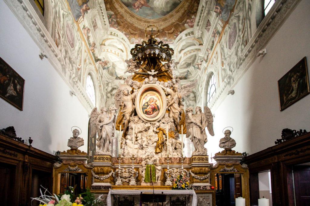 Altare della Chiesa della Beata Vergine del Carmine