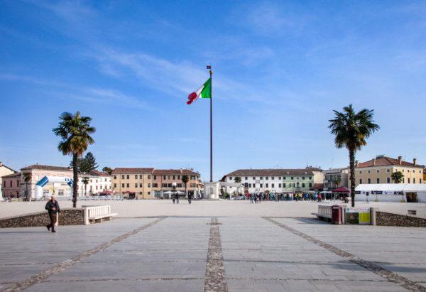 Alto Stendardo di Palmanova in piazza Grande