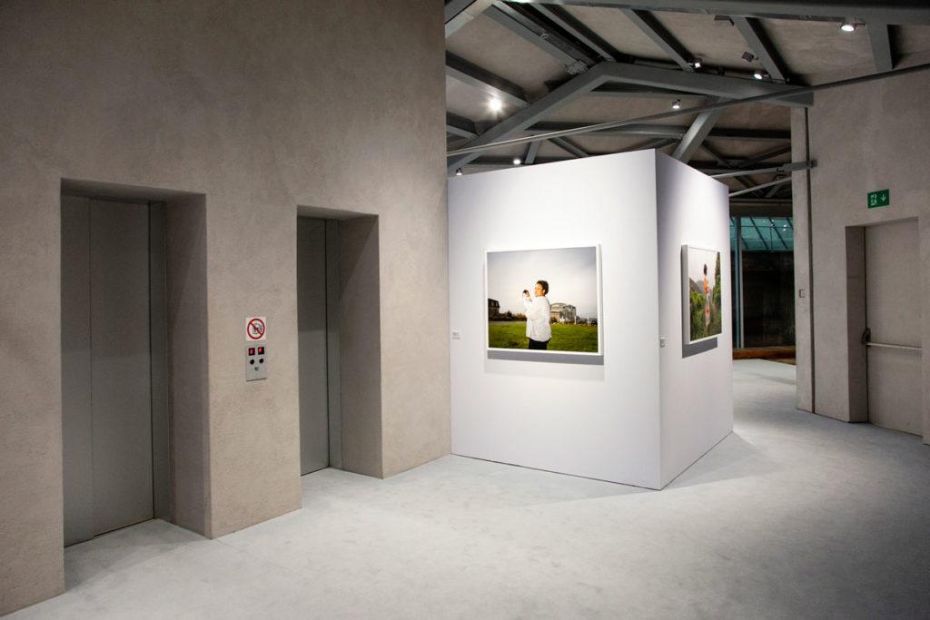 Ascensori tra il quinto e il sesto piano della galleria