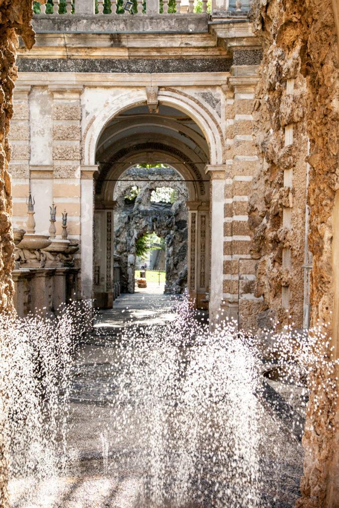 Corridoio verso il cortile delle piogge - giochi d'acqua