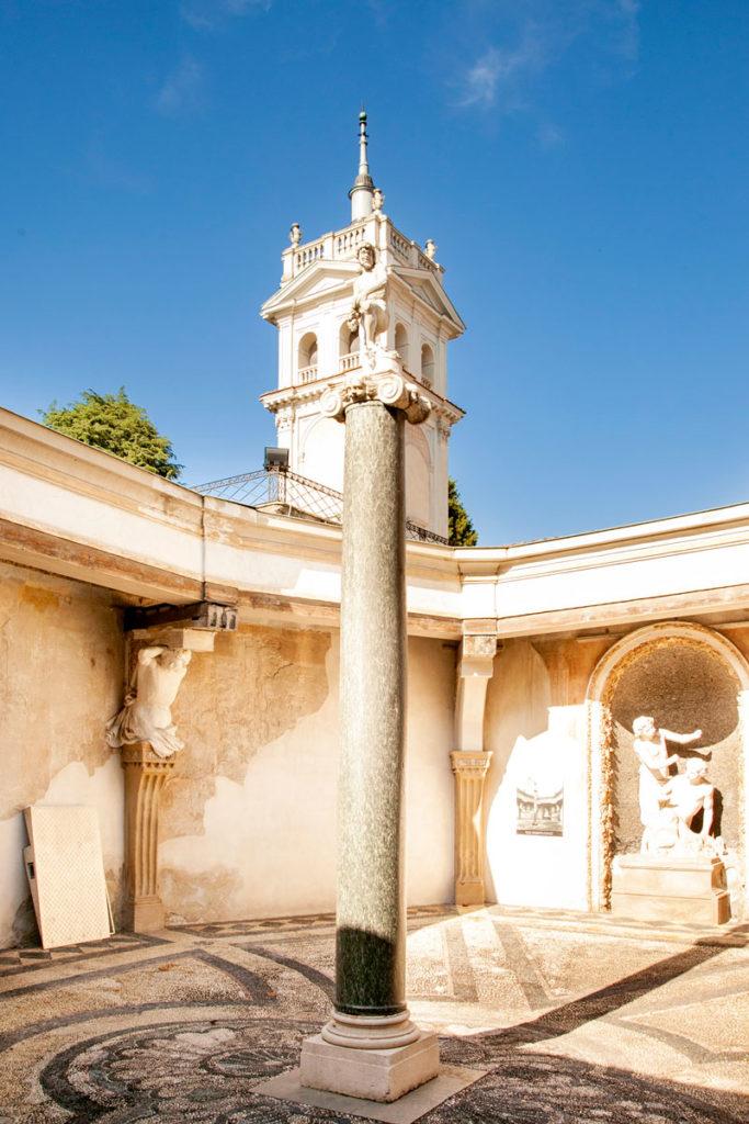 Cortile delle Piogge con scalino di Stendhal - Villa Litta Lainate