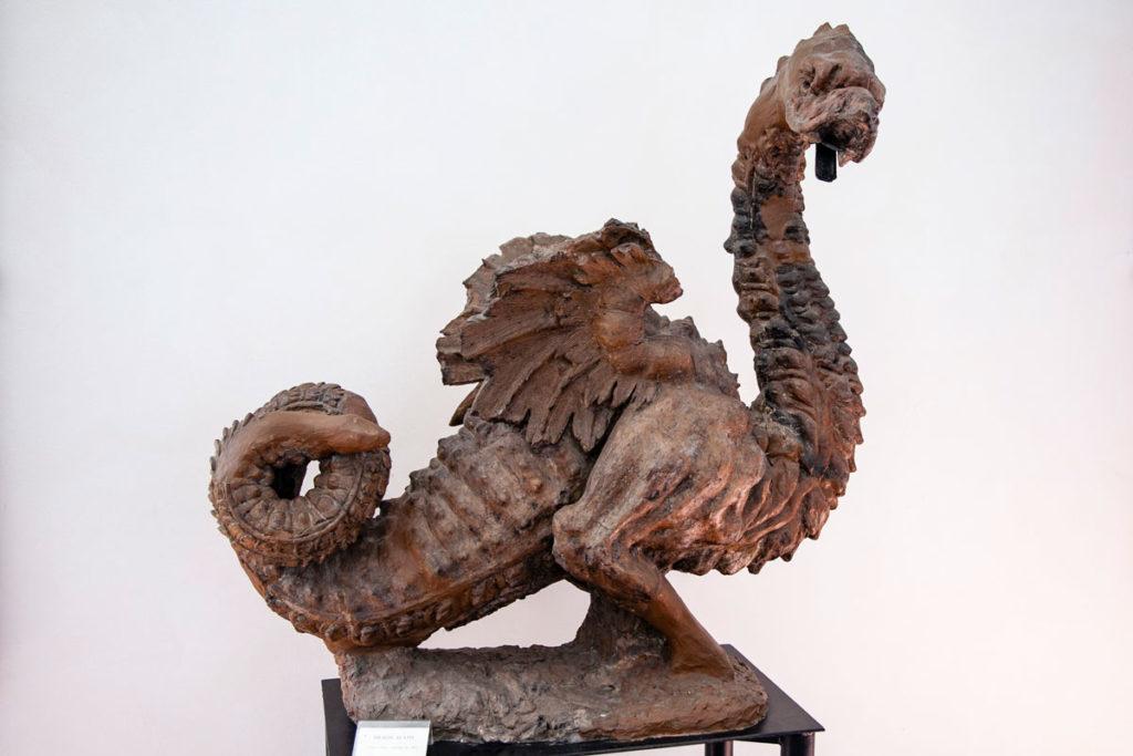 Drago nel corridoio delle statue del palazzo cinquecentesco