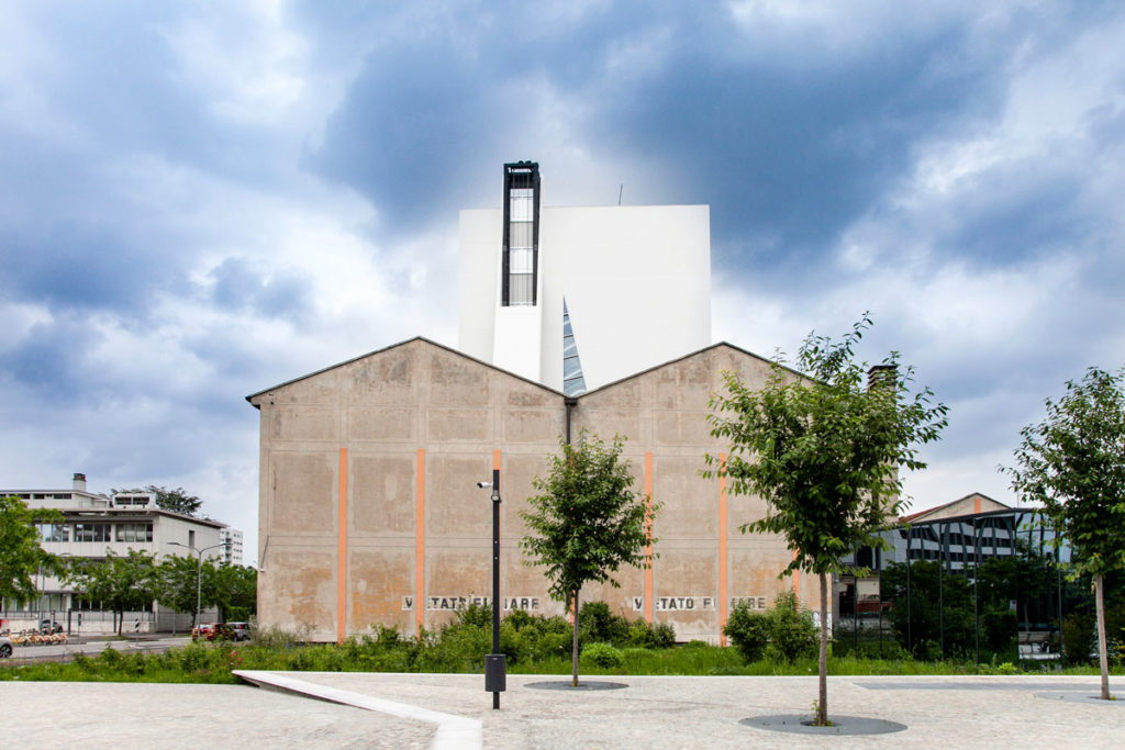 Il profilo del deposito e della Torre di Fondazione Prada a Milano - Arte Contemporanea